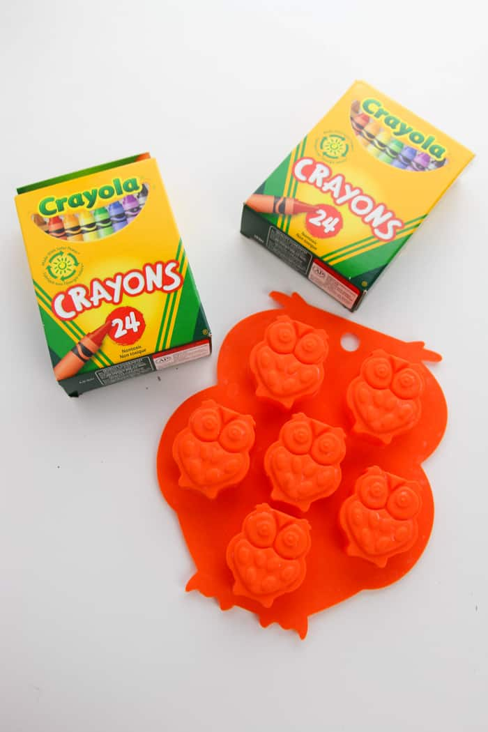 Supplies to make crayons