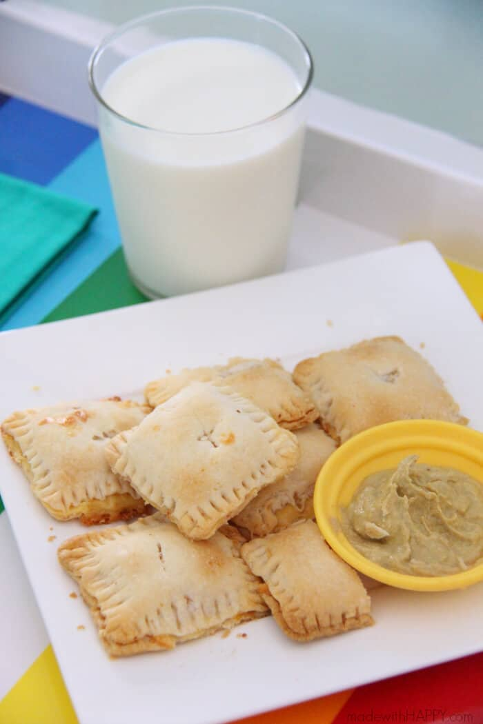 Mini Ham and Cheese Hand Pies | Afterschool Snack Recipe | Mini Hand Pies | Homemade Hot Pockets | Savory Afterschool Snacks | www.madewithhappy.com