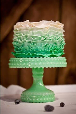 Green Ombre Cakes | Ombre Baked Goods | Cake decoration | www.madewithhappy.com