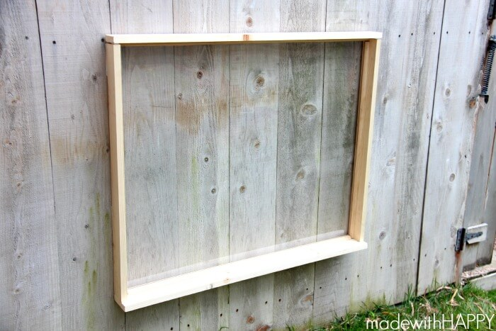 Make an outdoor easel to get your kids playing outside all day long! | Summer Activities for Kids | Outdoor fun | www.madewithHAPPY.com
