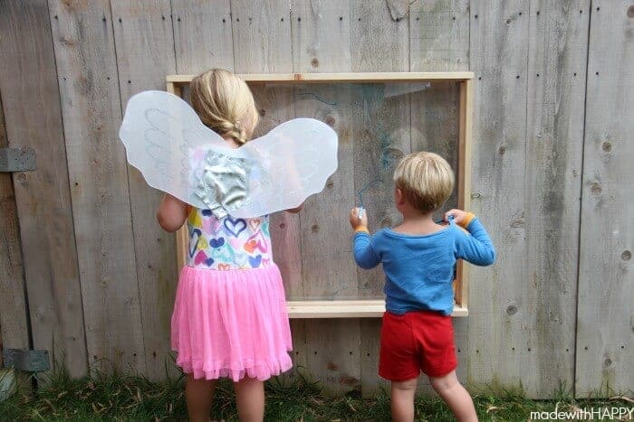 Outdoor Easel | Kids Painting Outdoors | 10 + Alternative Uses for Dawn Dish Soap | Alternative uses for liquid soap | Cleaning Grill with Dawn | Washing your pet with dawn dish soap | DIY Bath Soap | www.madewithhappy.com