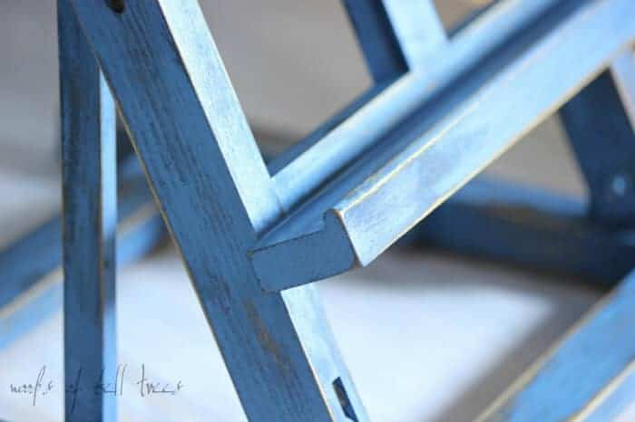 painted-easel-milk-paint-miss-mustard-seed-artissimo-flow-blue-french-enamel-distressing-display-2-1024x682