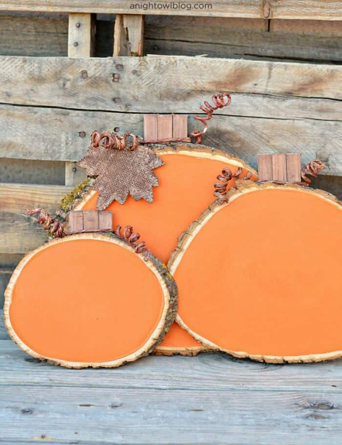 15 diy fall decor projects made with happy for Wood slice craft projects