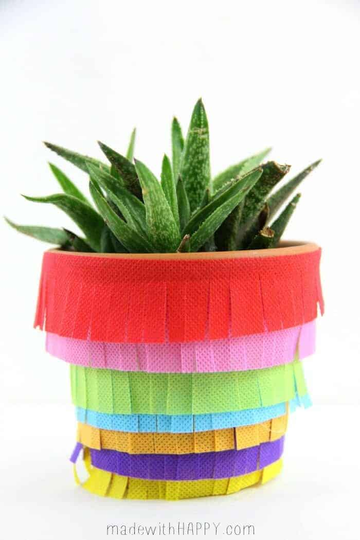 DIY Pinata Planter | Cinco De Mayo Decor DIY | Fiesta Decoration | www.madewithHAPPY.com