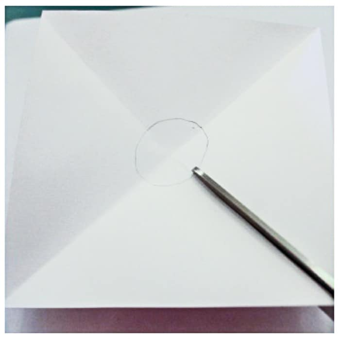 cutting into middle circle of pinwheel