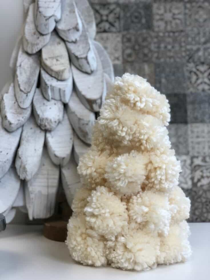 Pom-Pom Christmas Tree -DIY · Just That Perfect Piece
