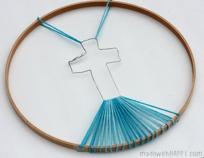 Christian Cross Crafts | Kids Church Crafts | String Art Cross | Crochet Ring Cross  | Easter Crafts | Kids Easter Crafts | Yarn Crafts | Ombre Christian Cross | www.madewithhappy.com