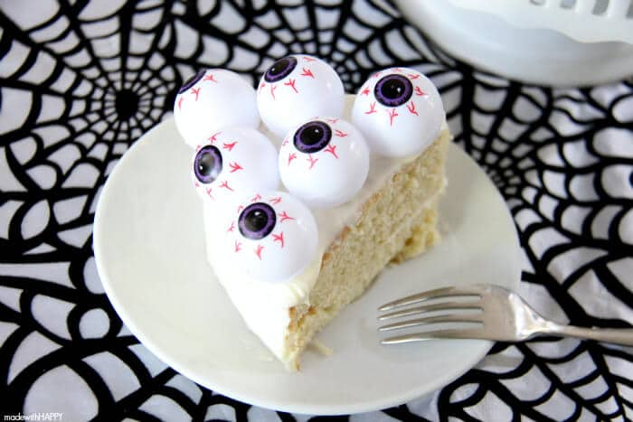 Super Simple Halloween Cake | SImple Halloween Dessert you can make in less than an hour and for just a few dollars! Eye Ball Cake perfect for your Halloween Party