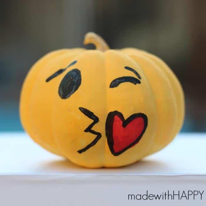 winking-emoji-pumpkin